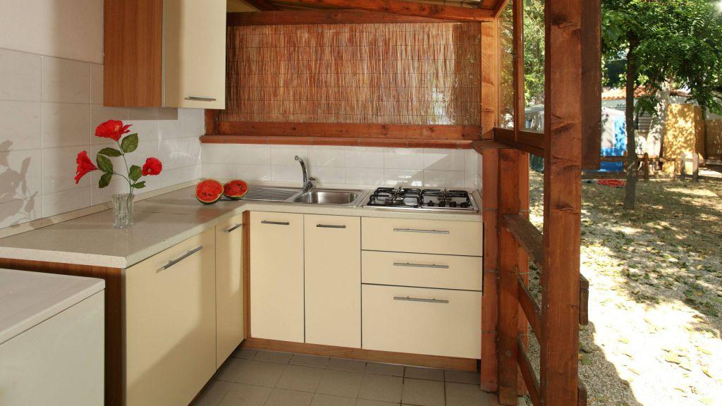 pineto-beach-village-camping-pineto-abruzzo-bungalow-urano-2