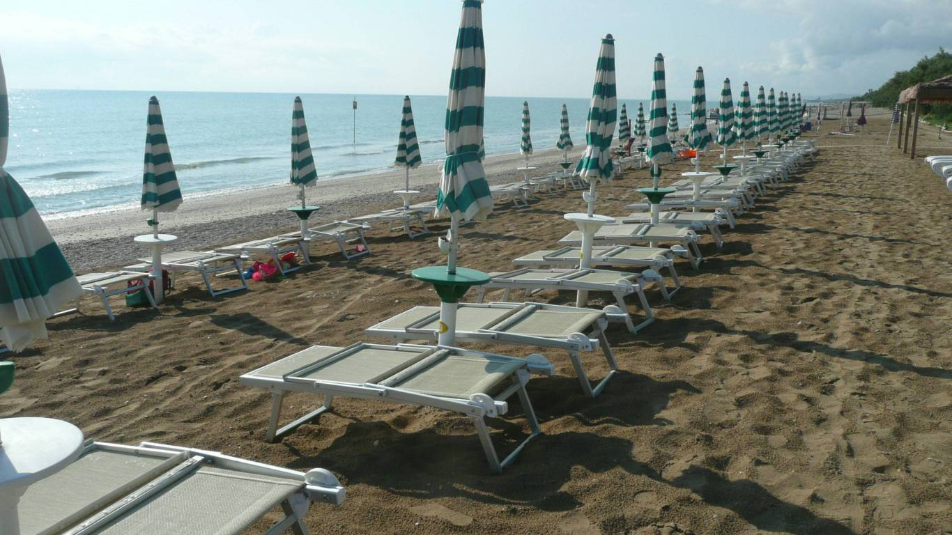 pineto-beach-village-camping-pineto-abruzzo-meer-pool-36