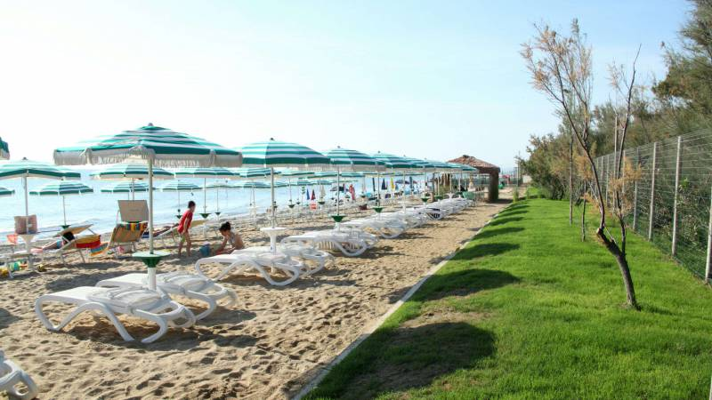pineto-beach-village-camping-pineto-abruzzo-meer-pool-44